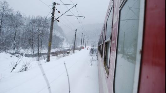 CFR Calatori: 131 de trenuri anulate. Intarzieri de 60-100 de minute la sosirea si plecarea garniturilor din gari