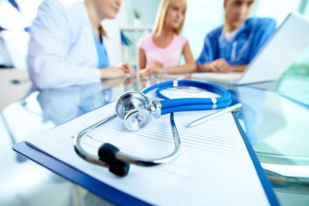 Conflict intre abonamentul medical si asigurarea de sanatate. Ce spun asiguratorii si clinicile private